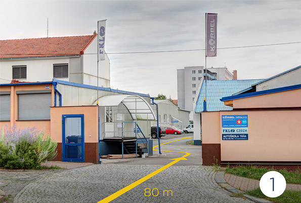 Příjezd do areálu naší firmy z ulice Štěchovice